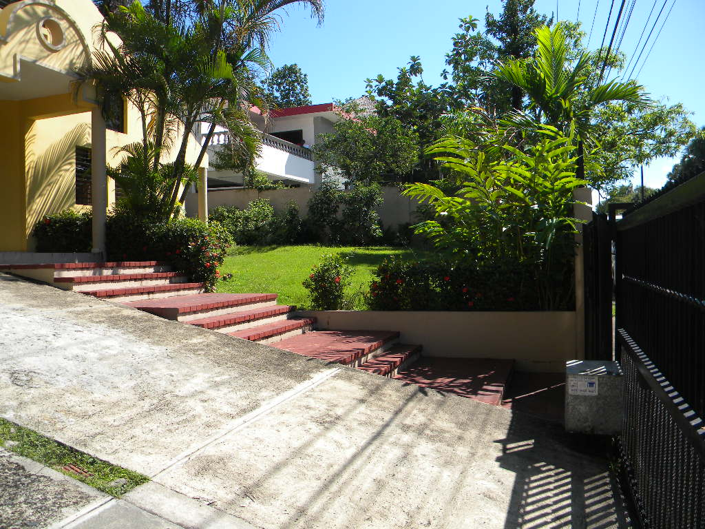 Residencia en venta frente al jardin botanico tu espacio for Precio de entrada al jardin botanico